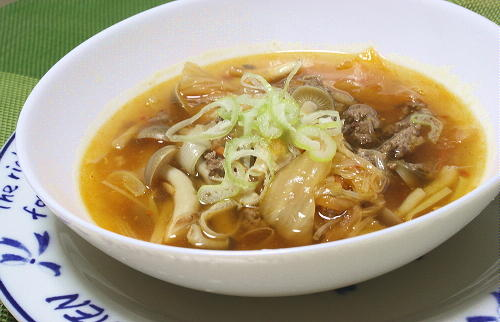 今日のキムチ料理レシピ:シメジと葱のキムチスープ