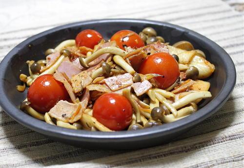 今日のキムチ料理レシピ:しめじとベーコンのキムチ炒め