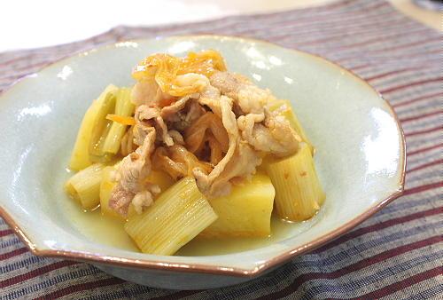 今日のキムチ料理レシピ: ジャガイモと豚肉のキムチ煮