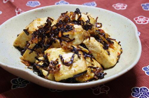 今日のキムチ料理レシピ:豆腐の甘辛塩昆布炒め