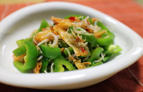 今日のキムチレシピ:ピーマンとキムチのしらすサラダ
