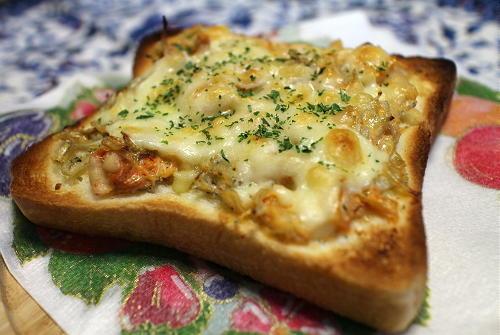 今日のキムチ料理レシピ:シラスとキムチの和風チーズトースト