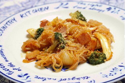 今日のキムチ料理レシピ:しらたきとキムチのケチャップ炒め