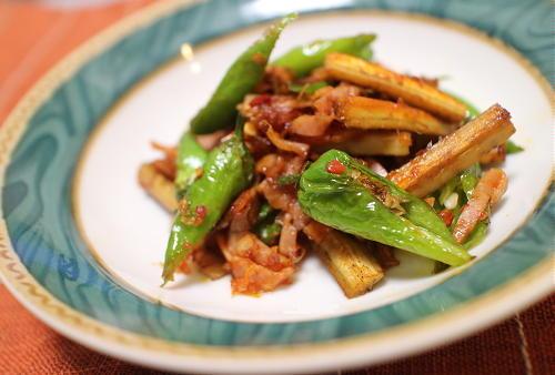 今日のキムチ料理レシピ:シシトウとごぼうとベーコンのピリ辛炒め