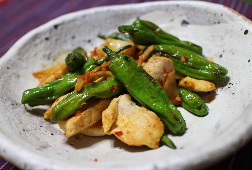 今日のキムチ料理レシピ:シシトウと鶏肉のキムチ炒め