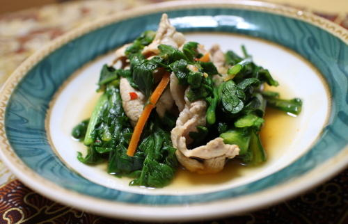 今日のキムチ料理レシピ:春菊と豚肉のピリ辛煮びたし