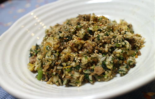 今日のキムチ料理レシピ:春菊とキムチのチャーハン