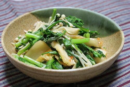 今日のキムチ料理レシピ:春菊とキムチのゆずこしょう炒め