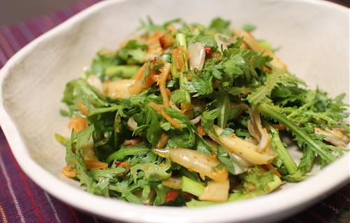 今日のキムチ料理レシピ:春菊とまいたけのキムチ和え