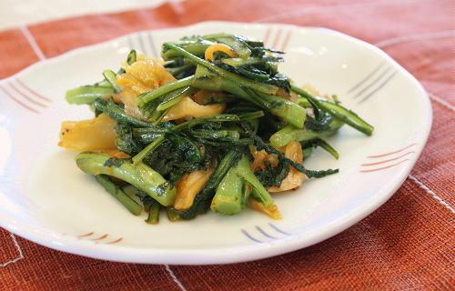 今日のキムチ料理レシピ:春菊とキムチのマヨポン炒め