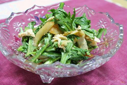 今日のキムチ料理レシピ:春菊とキムチのサラダ