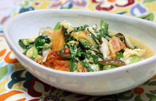 今日のキムチ料理レシピ:春菊とキムチの卵とじ
