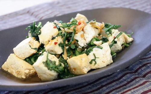 今日のキムチ料理レシピ:春菊と豆腐のキムチ炒め