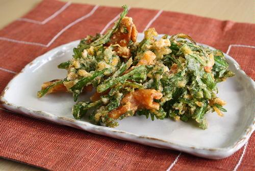 今日のキムチ料理レシピ:割干しキムチと春菊のかき揚げ