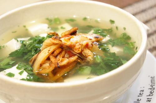 今日のキムチ料理レシピ:春菊と豆腐の焼きキムチスープ