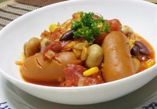今日のキムチ料理レシピ:ソーセージと豆のキムチトマト煮込み