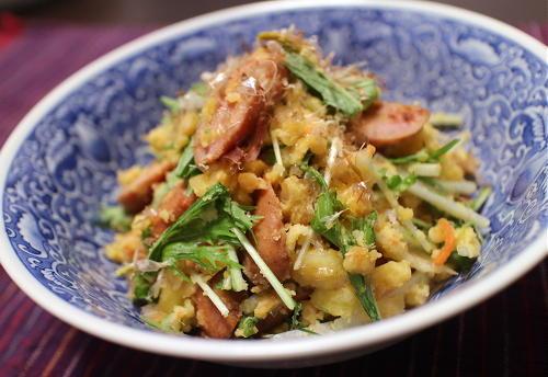 今日のキムチ料理レシピ:ソーセージとキムチの和風ポテトサラダ