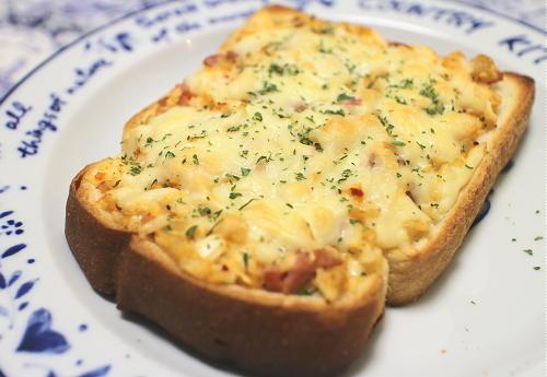 今日のキムチレシピ:たまねぎとソーセージのキムチトースト
