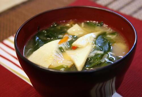 今日のキムチ料理レシピ: たけのことキムチのみそ汁