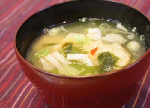 今日のキムチ料理レシピ:タケノコとキムチのお味噌汁