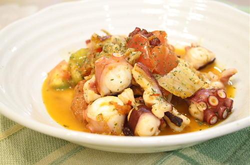 今日のキムチ料理レシピ:タコとトマトのキムチ炒め