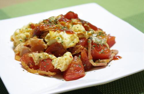 今日のキムチ料理レシピ:トマトとキムチの卵炒め