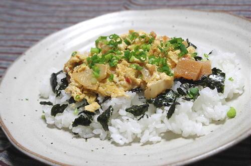 今日のキムチ料理レシピ:キムチ卵乗せご飯
