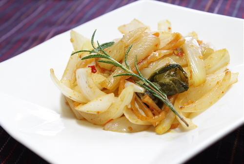 今日のキムチ料理レシピ:玉ねぎとキムチのバター炒め