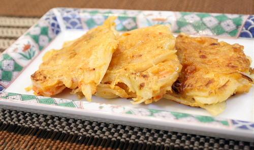 今日のキムチ料理レシピ:たまねぎとキムチのおやき