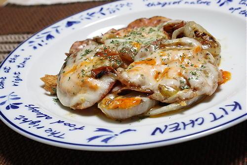 玉ねぎとトマトのピリ辛チーズ焼きレシピ