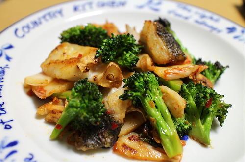 今日のキムチレシピ:タラとブロッコリーのキムチ炒め