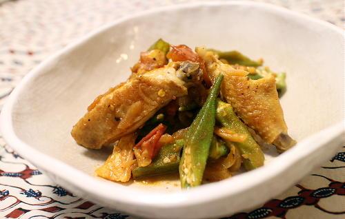 今日のキムチ料理レシピ:鶏手羽とオクラのキムチケチャップ煮