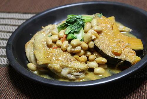今日のキムチ料理レシピ:手羽先と大豆のピリ辛煮
