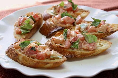 今日のキムチ料理レシピ:トマトとキムチのカナッペ