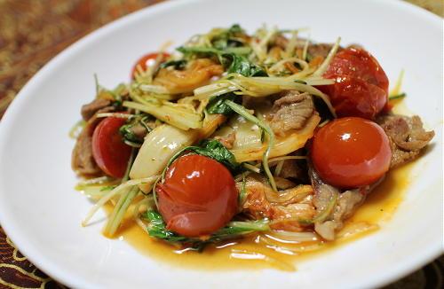 今日のキムチ料理レシピ:豚肉とトマトの甘酢キムチ炒め