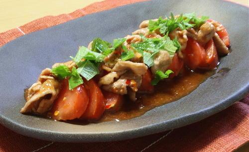 今日のキムチ料理レシピ:トマトと豚肉のキムチドレッシングサラダ