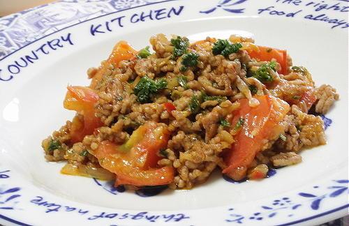 今日のキムチ料理レシピ:トマトのキムチひき肉炒め