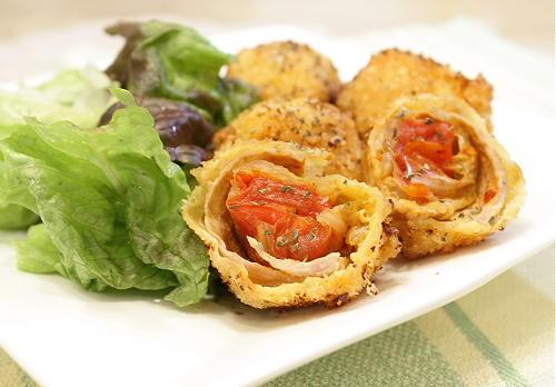 今日のキムチ料理レシピ:ミニトマトとキムチの肉巻きフライ