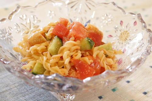 トマトとキュウリと大根キムチのパスタサラダレシピ