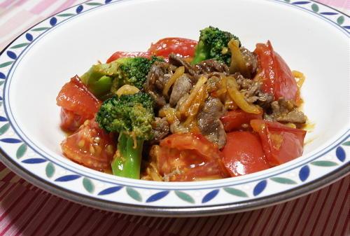 今日のキムチ料理レシピ:牛肉とトマトとキムチのオイスターソース炒め
