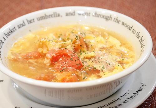 今日のキムチ料理レシピ:トマトと春雨のキムチスープ