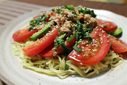 今日のキムチ料理レシピ:トマトとキムチの冷やし中華