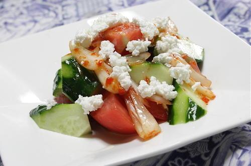 今日のキムチ料理レシピ:トマトときゅうりのキムチらっきょうサラダ