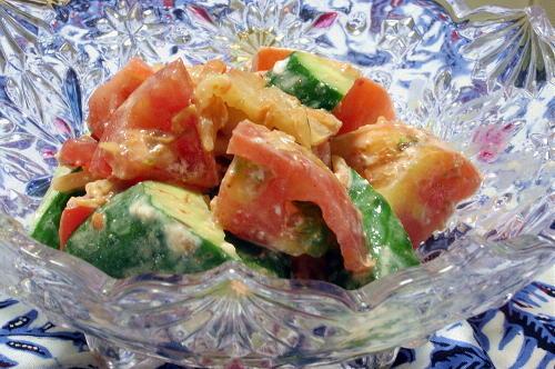 今日のキムチ料理レシピ:トマトとカッテージチーズのキムチサラダ