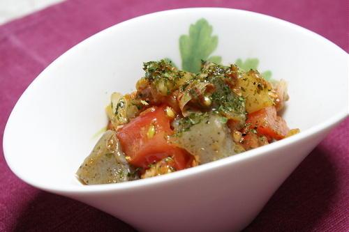 今日のキムチ料理レシピ:トマトとこんにゃくのキムチ和えサラダ