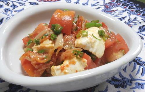 今日のキムチ料理レシピ:トマトとモッツァレラのキムチ和え