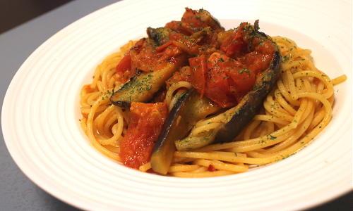 今日のキムチ料理レシピ:ピリ辛トマトパスタ