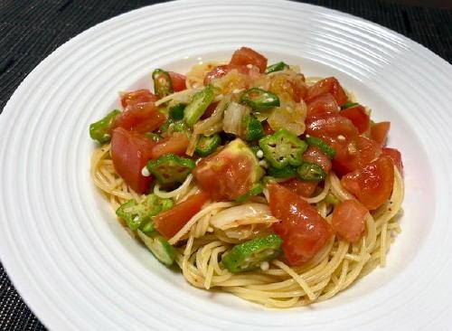 今日のキムチ料理レシピ:オクラとトマトのキムチ冷製パスタ