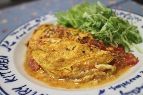 今日のキムチ料理レシピ:トマトとキムチのオムレツ