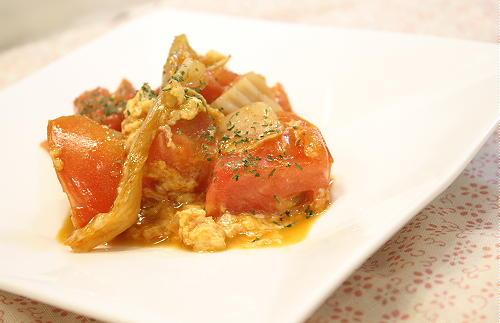今日のキムチ料理レシピ:トマトとキムチの卵とじ